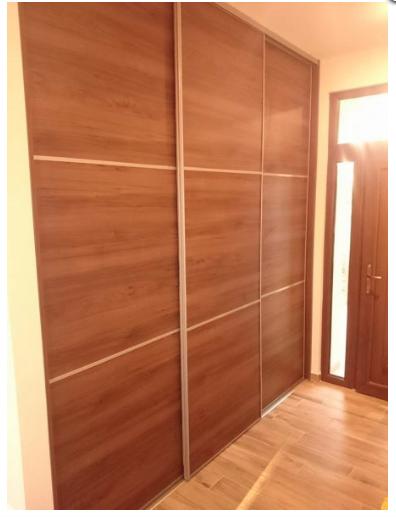 tolóajtós szekrény